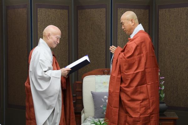 백년대계 사무총장 및 불교사회연구소장 일감스님 임명.JPG