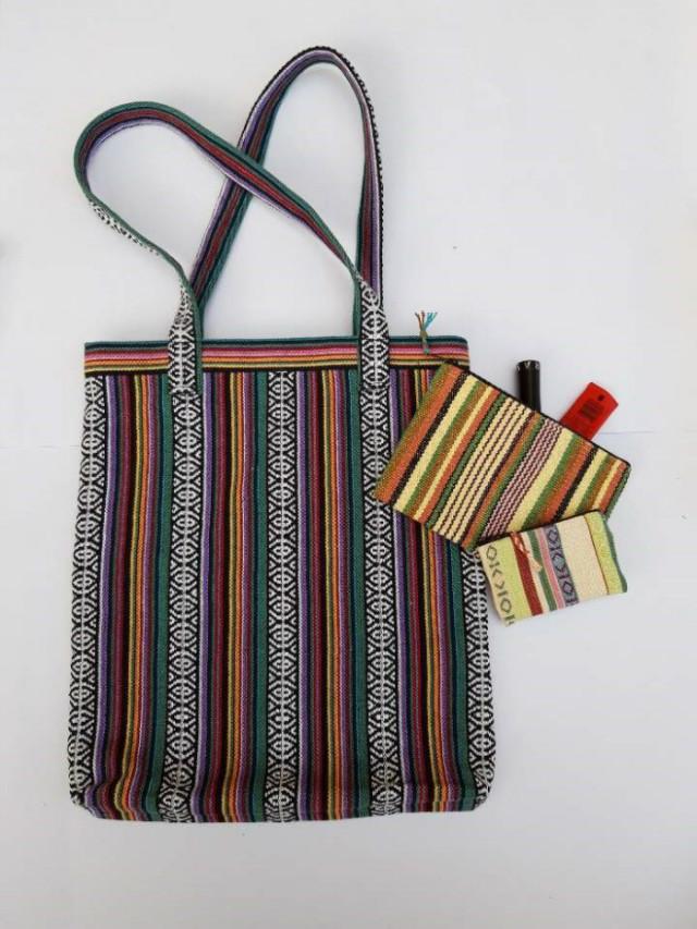 ===2. 사회적기업 '굿핸즈'의 네팔 여성 재봉사들이 제작한 파우치 및 가방.jpg