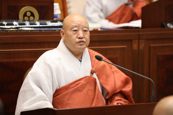 [꾸미기]제216회 중앙종회 임시회_총무원장스님 근접.JPG