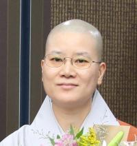 [꾸미기]총무원장스님 연등회 혜원스님 기념사진.jpg